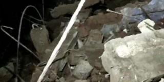 भारतमा तीनतले भवन ढल्दा ८ जनाको मृत्यु, अझै कम्तीमा २० जना फसेको आशंका