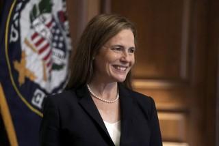 अमेरिकी सर्वोच्च अदालत : ब्यारेटले लिइन् न्यायाधीशकाे शपथ