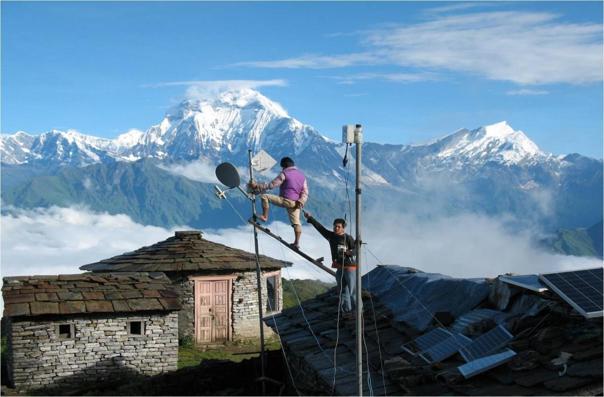 नेपाल टेलिकम :   दुर्गममा सेवा पु¥याउँदै