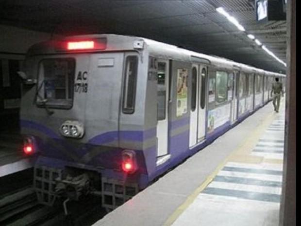 दिल्लीमा महामारी :  अवरूद्ध मेट्रो रेल सेवा सोमबारदेखि सञ्चालन