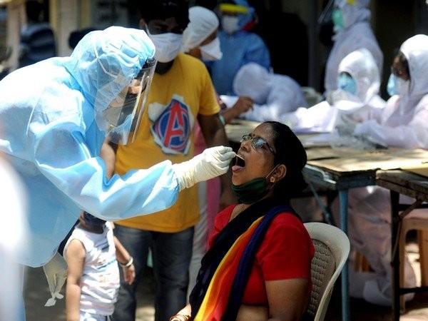 भारतमा  काेराेना  :  'दुई महिनामा पहिलो पटक एक लाखभन्दा कम सङ्क्रमित थपिए'