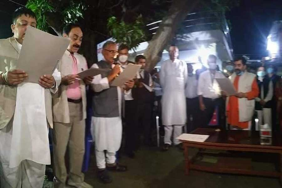 प्रदेश २ सरकार :  कांग्रेस भित्रियो, तीन मन्त्रीबाट शपथ ग्रहण