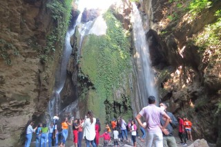 रामपुरको छाङ्दी झरना :'पर्यटकको आकर्षण बढ्दै'